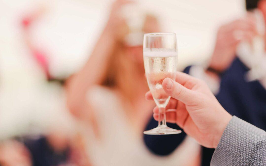 Hålla tal på bröllop – detta ska du tänka på